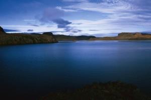 Gauss Yarımadası'nda Korrigan Gölü. Kerguelen Adaları
